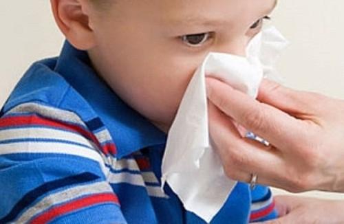 Mùa hè, các mẹ đừng quên bổ sung loại vitamin này cho con để tránh chảy máu cam, chảy máu chân răng khi hè đến - Ảnh 1.