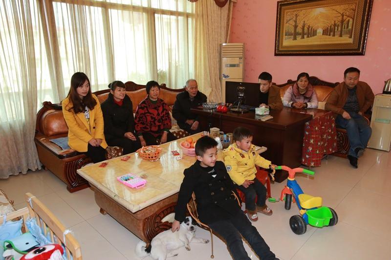 """Gia đình đẹp nhất Trung Quốc: """"Tứ đại đồng đường"""" sống cùng mái nhà và quan niệm """"chỉ cần cho đi không cần báo đáp thì sẽ hạnh phúc"""" - Ảnh 1."""
