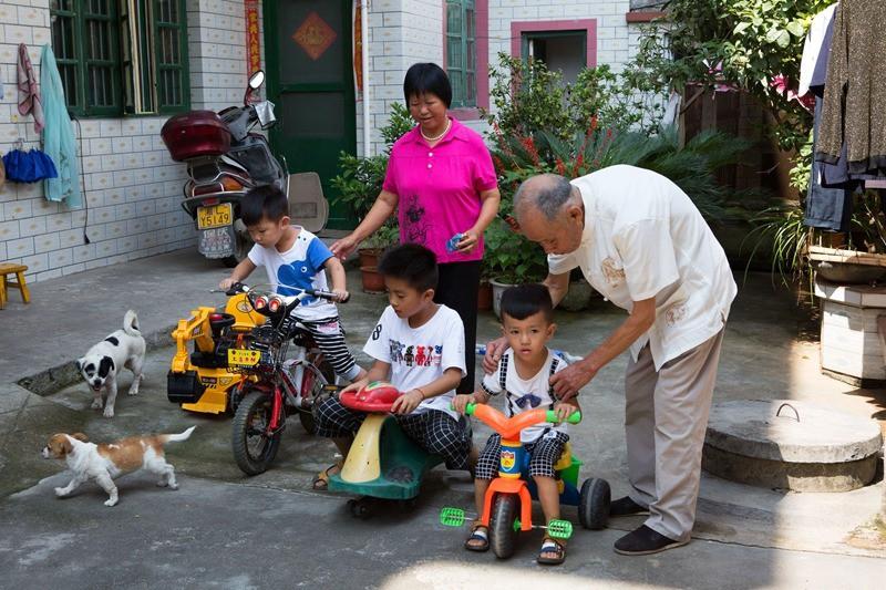"""Gia đình đẹp nhất Trung Quốc: """"Tứ đại đồng đường"""" sống cùng mái nhà và quan niệm """"chỉ cần cho đi không cần báo đáp thì sẽ hạnh phúc"""" - Ảnh 3."""