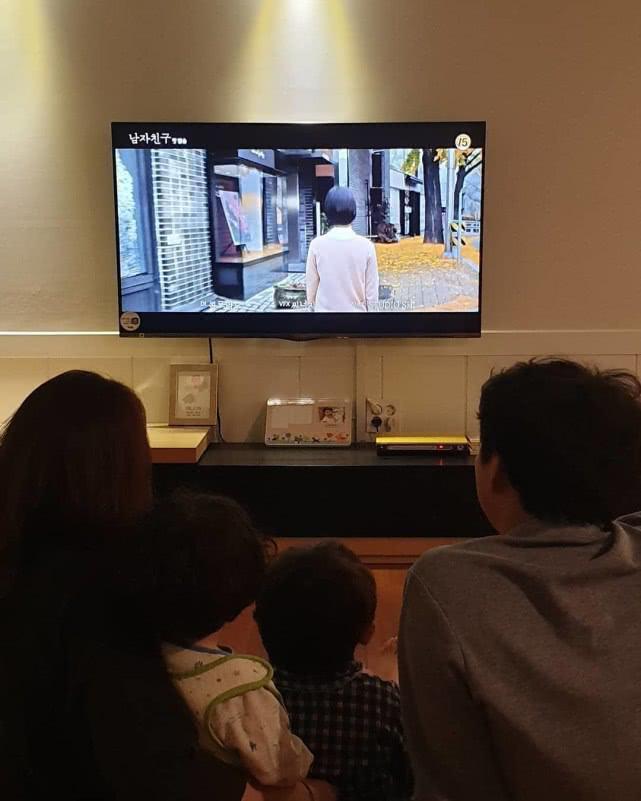 """Cả gia đình Song Joong Ki """"đồng tâm hiệp lực"""" xóa bỏ con dâu cũ Song Hye Kyo, hành động của người anh trai khiến ai cũng sốc - Ảnh 1."""