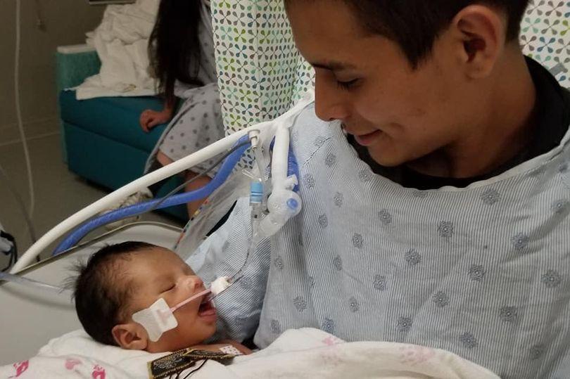 Vụ giết mẹ bầu cướp thai nhi: Em bé đã tự thở, không cần máy hỗ trợ, hồi phục một cách thần kỳ - Ảnh 1.
