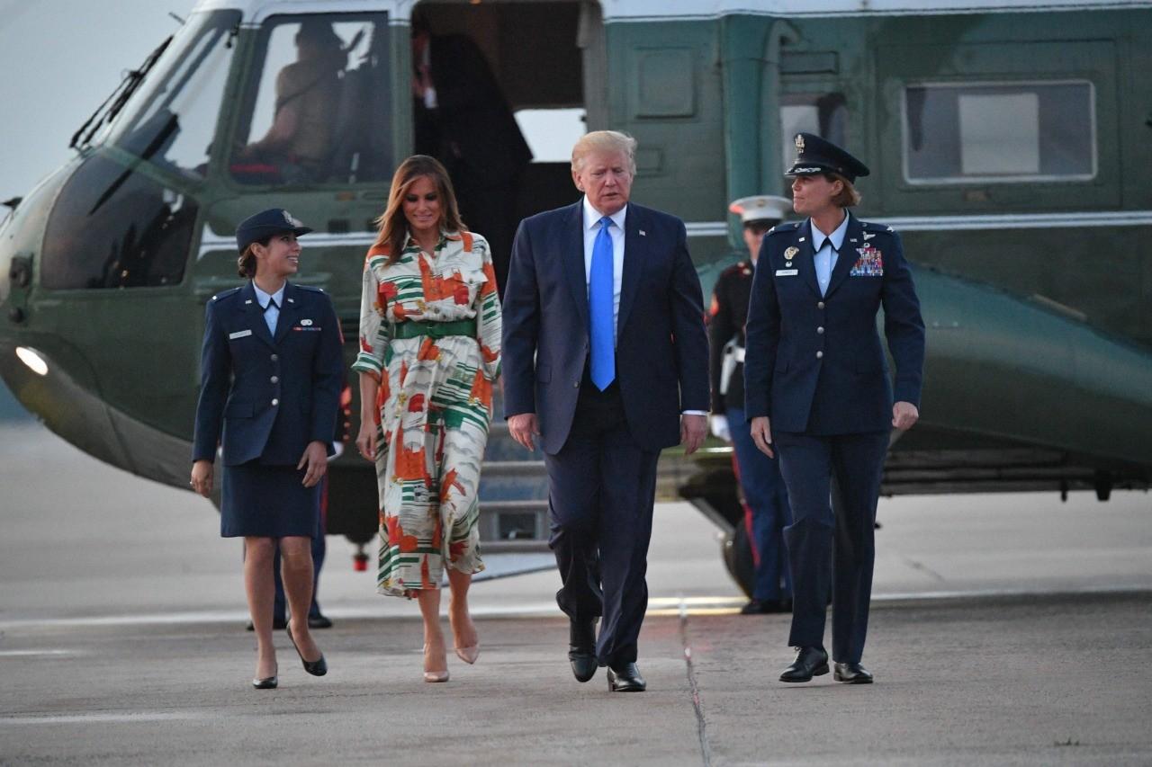 Bên cạnh yếu tố đồ hiệu, 2 set trang phục bà Melania Trump chọn khi sang thăm nước Anh còn thể hiện tài ngoại giao cực tinh tế - Ảnh 2.