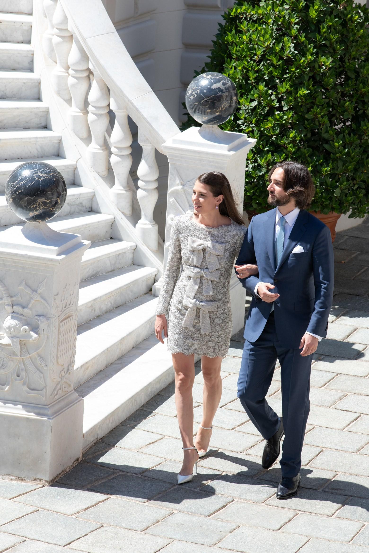 Đám cưới cháu gái Công nương Grace Kelly: váy cưới đơn giản hết cỡ vẫn chiếm sóng MXH với nhiều chi tiết vô cùng cảm động - Ảnh 1.