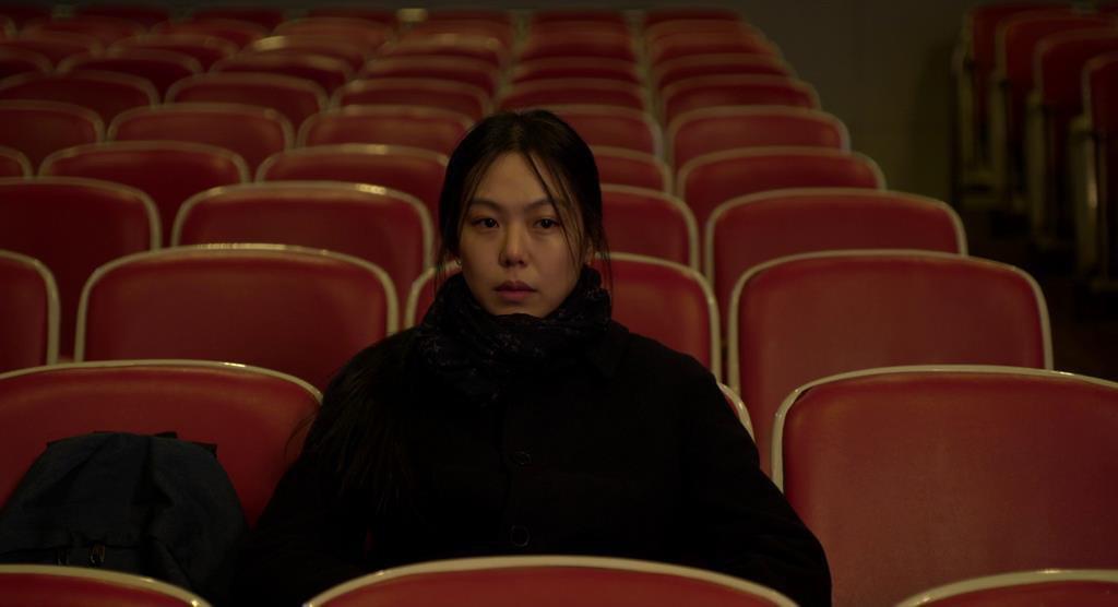 """Kim Min Hee và đạo diễn già Hong Sang Soo: Cặp đôi """"ngoại tình"""" bị nước Hàn ghét bỏ tự làm phim khóc cuộc tình mình? - Ảnh 12."""