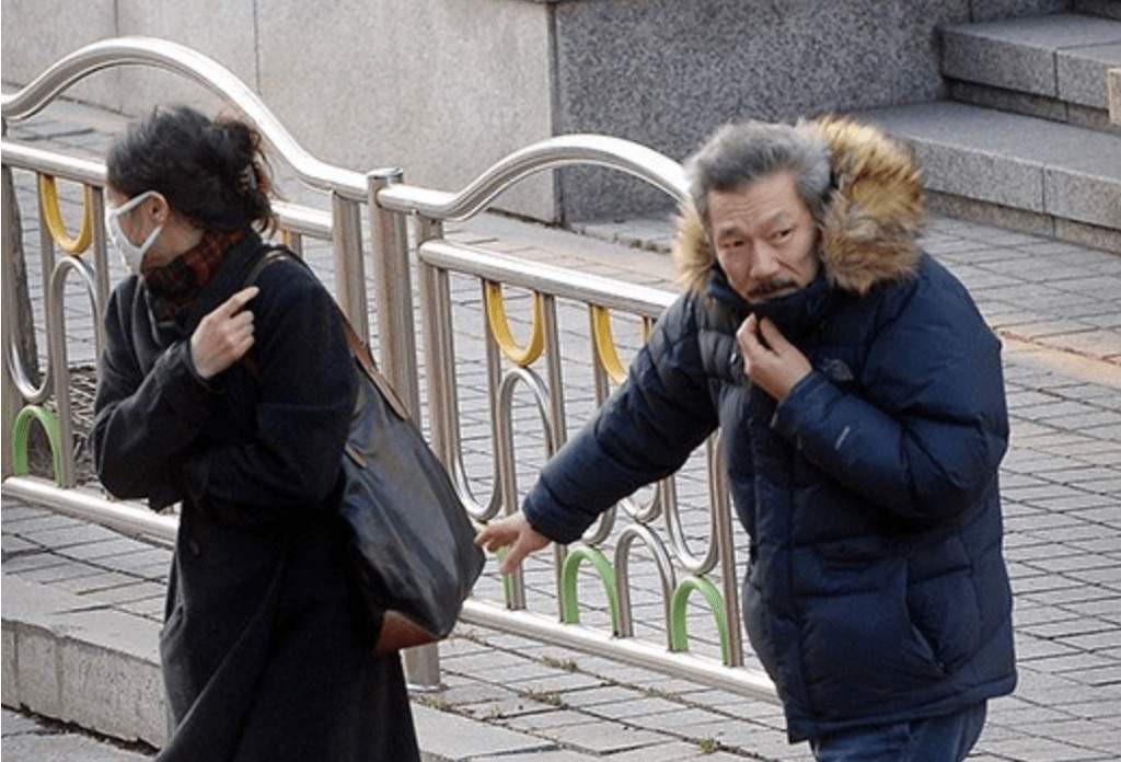 """Kim Min Hee và đạo diễn già Hong Sang Soo: Cặp đôi """"ngoại tình"""" bị nước Hàn ghét bỏ tự làm phim khóc cuộc tình mình? - Ảnh 3."""