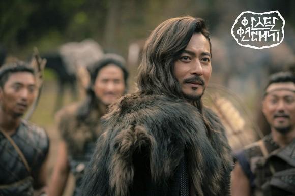 """Khi 2 quý ông """"đã vợ"""" Jang Dong Gun và Song Joong Ki đại chiến: Thành công từ sự nghiệp đến """"tội đồ"""" cướp đi quốc bảo xứ Hàn! - Ảnh 9."""