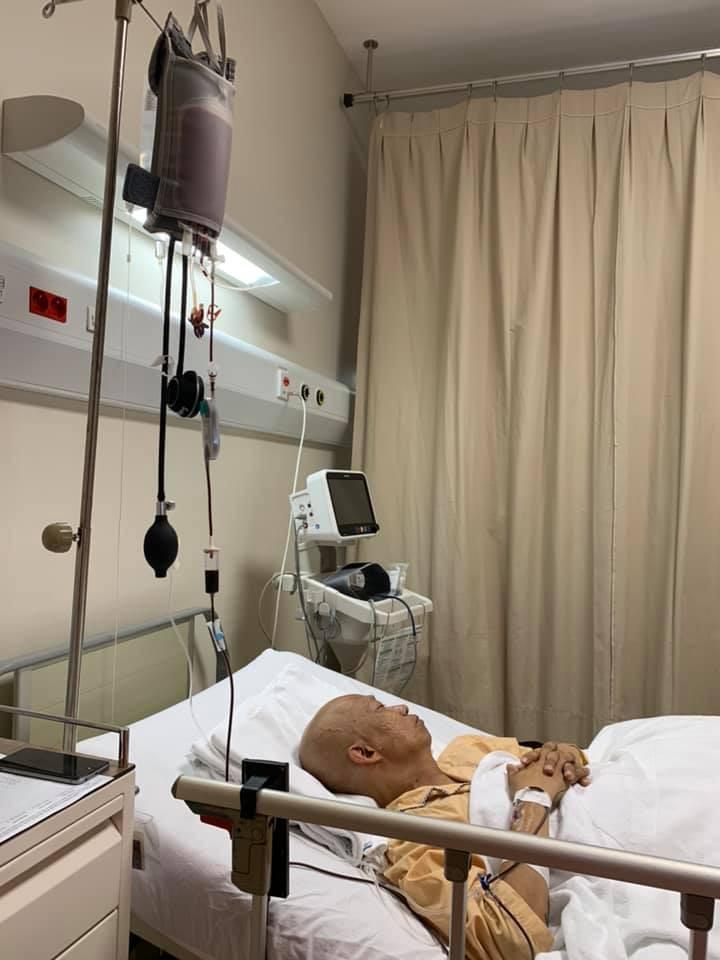 Những hình ảnh đầu tiên của nhạc sĩ Xuân Hiếu trên giường bệnh trị ung thư tiết niệu: Không thể nhận ra vị nhạc sĩ thư sinh có nụ cười đôn hậu ngày nào - Ảnh 1.
