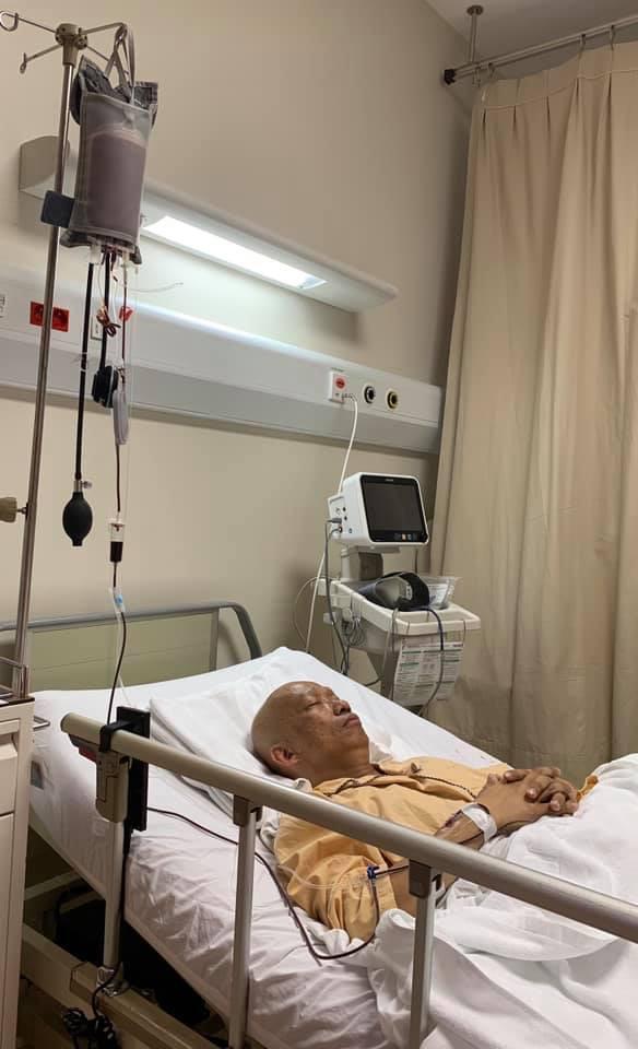 Những hình ảnh đầu tiên của nhạc sĩ Xuân Hiếu trên giường bệnh trị ung thư tiết niệu: Không thể nhận ra vị nhạc sĩ thư sinh có nụ cười đôn hậu ngày nào - Ảnh 2.