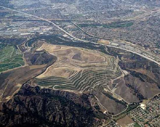 Phát hoảng trước những bãi rác chất cao như núi ở khắp nơi trên thế giới, có bãi rác cao hơn 65 mét, rộng hơn 40 sân bóng đá - Ảnh 4.