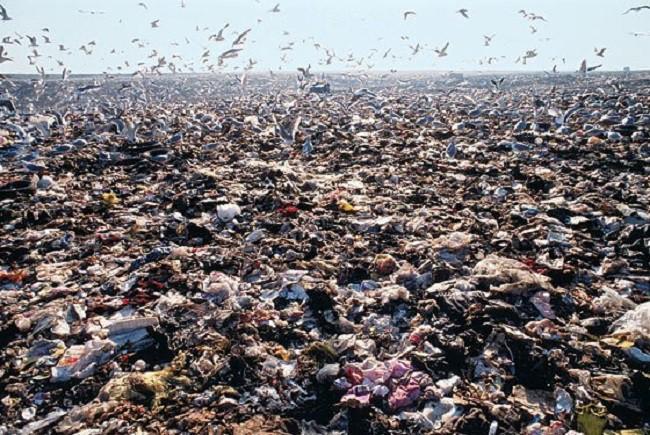 Phát hoảng trước những bãi rác chất cao như núi ở khắp nơi trên thế giới, có bãi rác cao hơn 65 mét, rộng hơn 40 sân bóng đá - Ảnh 5.