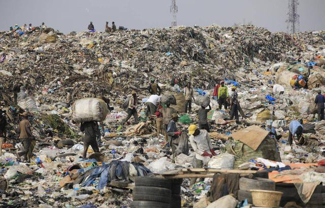 Phát hoảng trước những bãi rác chất cao như núi ở khắp nơi trên thế giới, có bãi rác cao hơn 65 mét, rộng hơn 40 sân bóng đá - Ảnh 7.