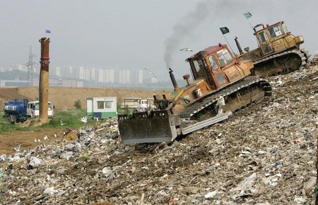 Phát hoảng trước những bãi rác chất cao như núi ở khắp nơi trên thế giới, có bãi rác cao hơn 65 mét, rộng hơn 40 sân bóng đá - Ảnh 8.