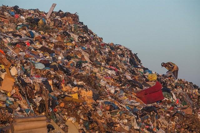 Phát hoảng trước những bãi rác chất cao như núi ở khắp nơi trên thế giới, có bãi rác cao hơn 65 mét, rộng hơn 40 sân bóng đá - Ảnh 9.