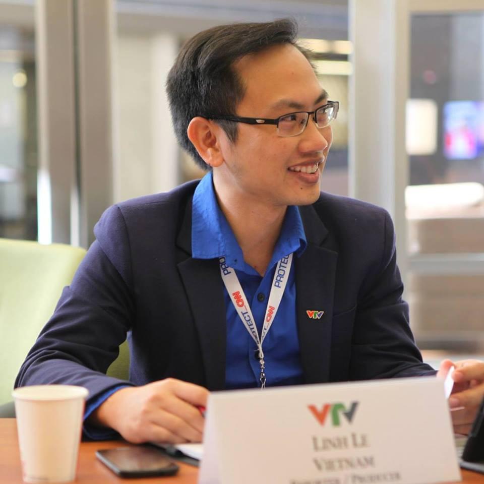 """Rò rỉ thông tin hiếm hoi về chú rể của MC Phí Linh: Phó trưởng phòng tiếng Anh, """"người đứng sau"""" nhiều chương trình lớn của VTV4 - Ảnh 1."""