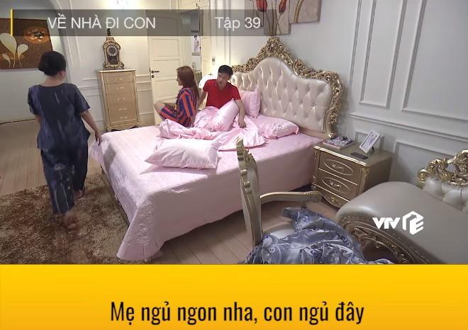 """""""Về nhà đi con"""": Lộ cảnh Thư mặc quần áo của Vũ, đang hú hí trên giường thì mẹ chồng xuất hiện - Ảnh 9."""