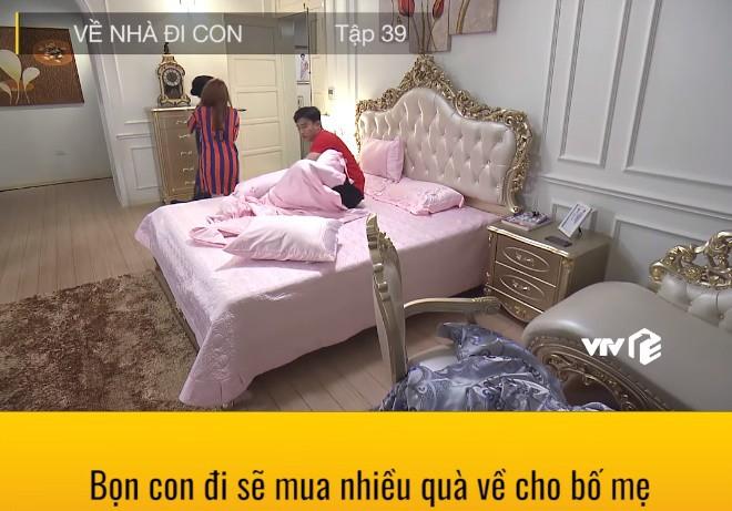 """""""Về nhà đi con"""": Lộ cảnh Thư mặc quần áo của Vũ, đang hú hí trên giường thì mẹ chồng xuất hiện - Ảnh 10."""