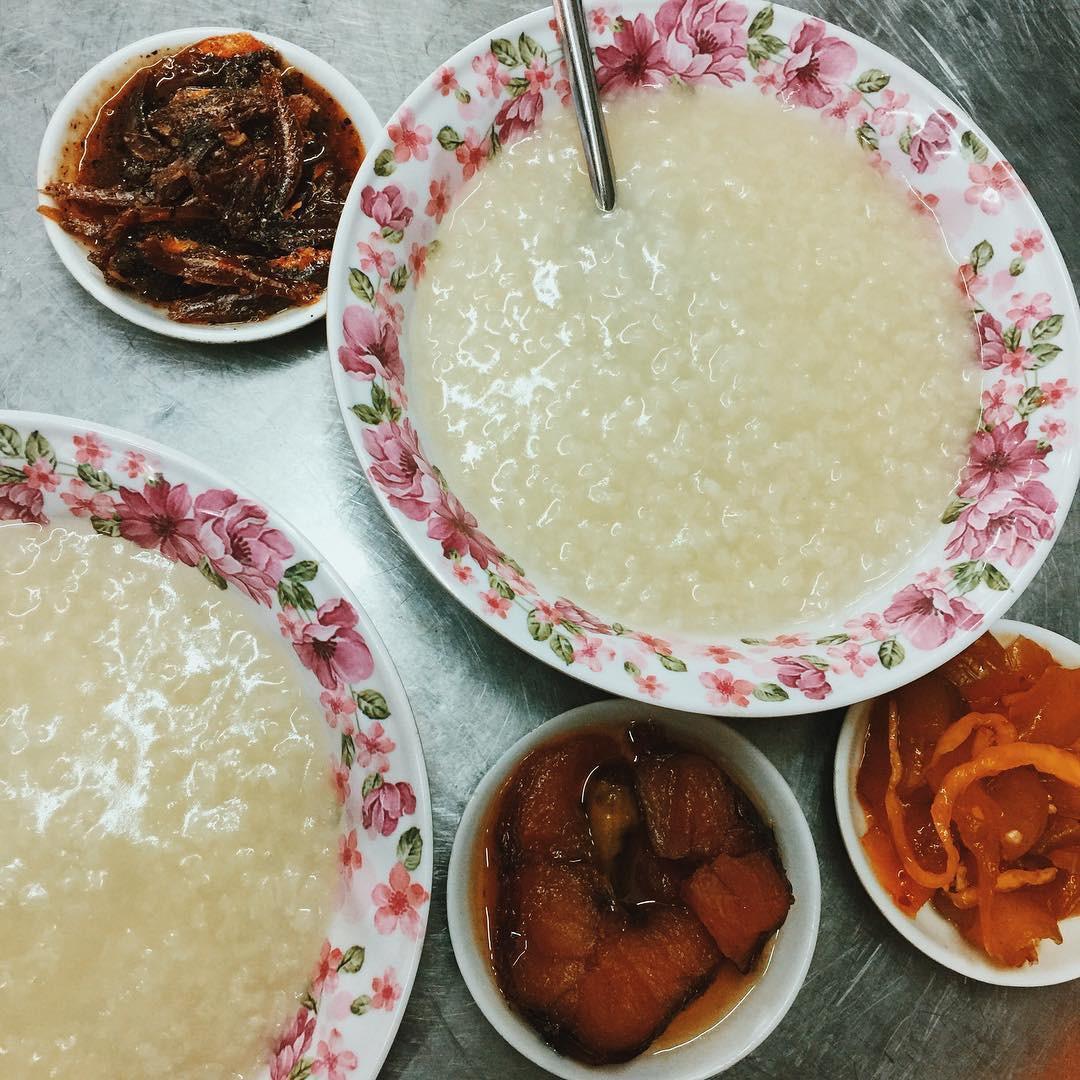 Cháo trắng lá dứa, món ăn thanh đạm đêm khuya của người Sài Gòn - Ảnh 4.