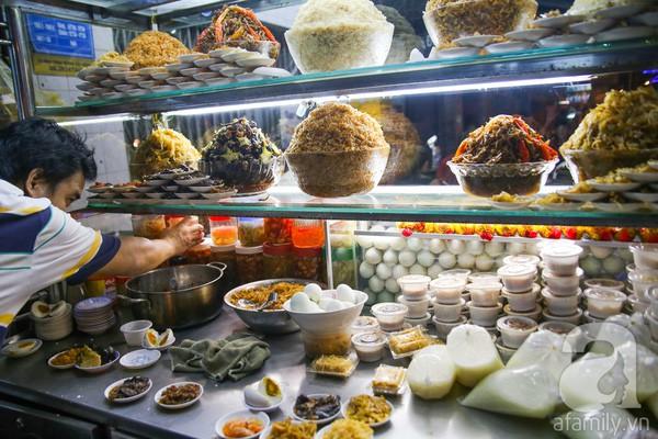 Cháo trắng lá dứa, món ăn thanh đạm đêm khuya của người Sài Gòn - Ảnh 9.