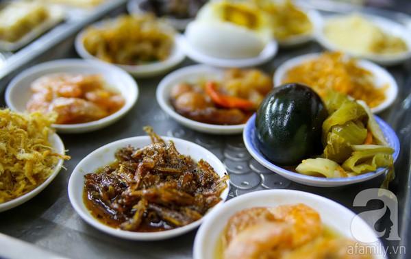 Cháo trắng lá dứa, món ăn thanh đạm đêm khuya của người Sài Gòn - Ảnh 10.