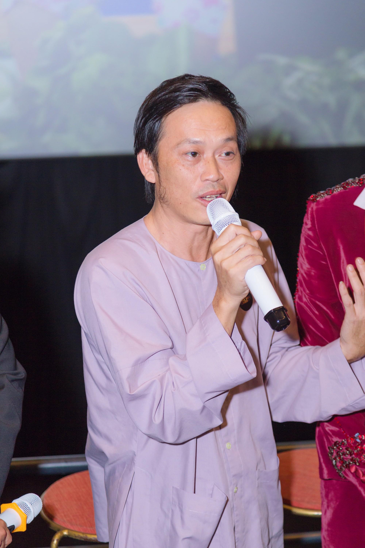 Hoài Linh khen Võ Đăng Khoa giả gái giống… chị nuôi của mình - Ảnh 3.