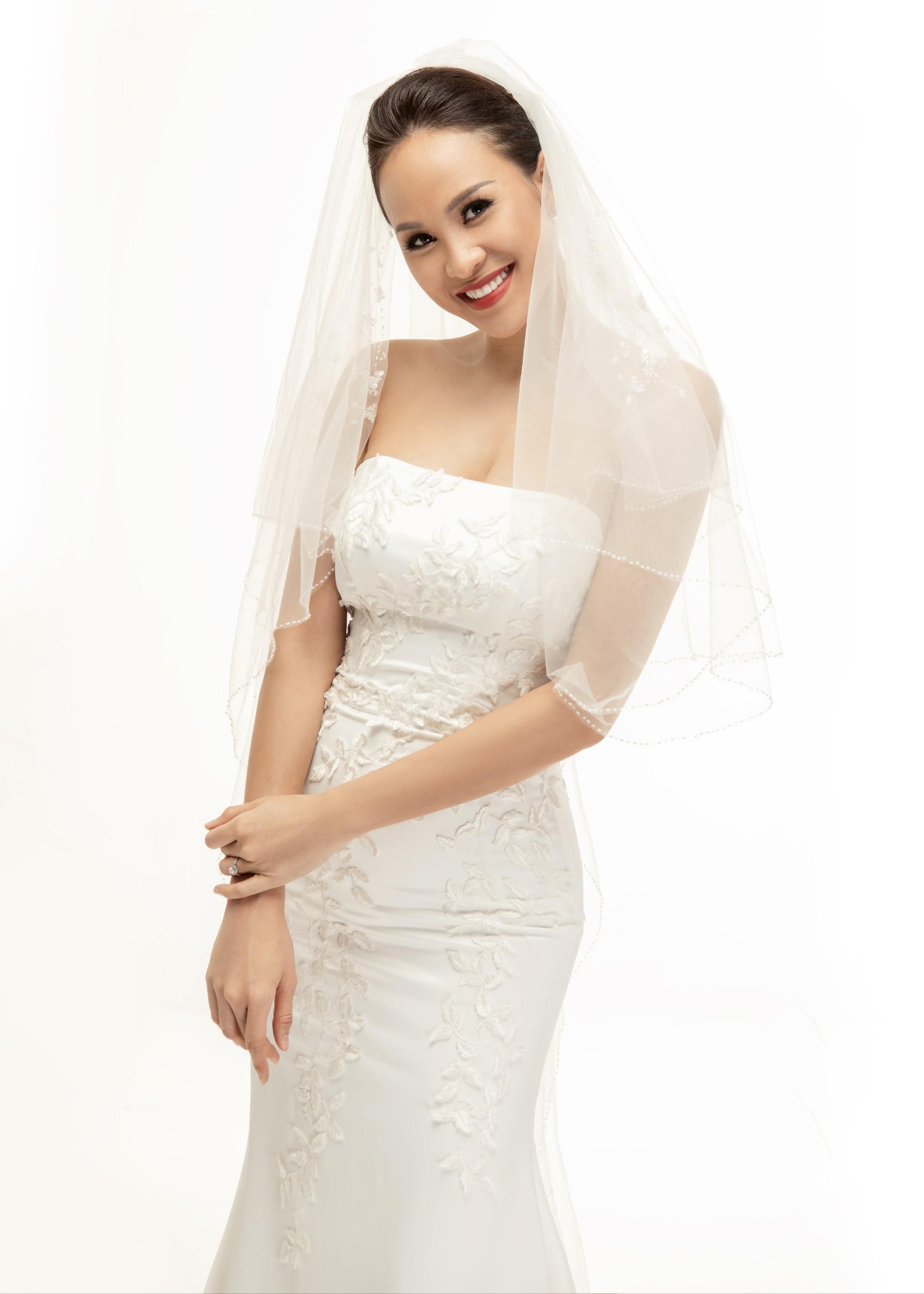 Trọn bộ ảnh cưới ngọt ngào đến tan chảy của Phương Mai và chồng Tây đẹp trai như tài tử - Ảnh 2.