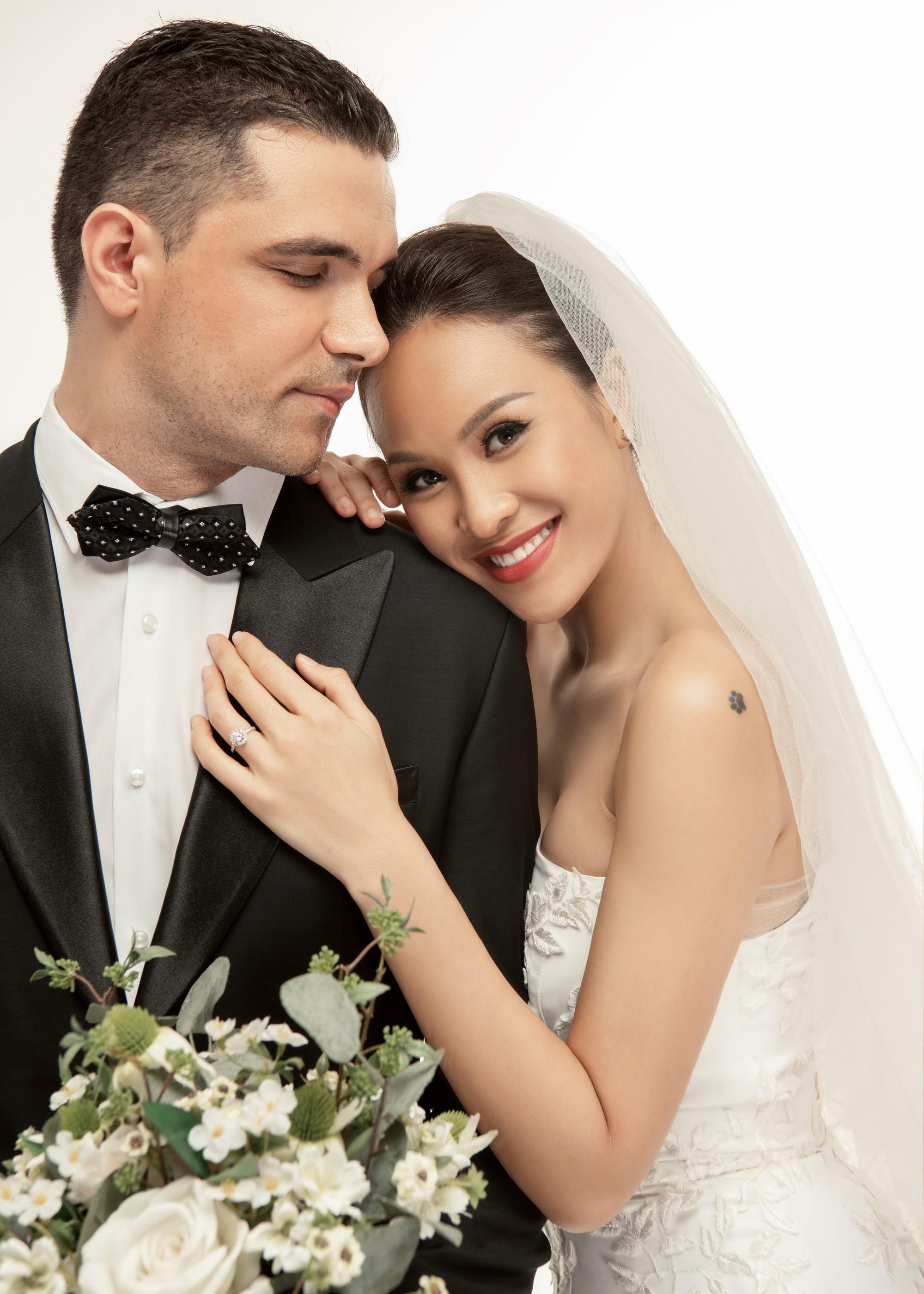 Trọn bộ ảnh cưới ngọt ngào đến tan chảy của Phương Mai và chồng Tây đẹp trai như tài tử - Ảnh 6.