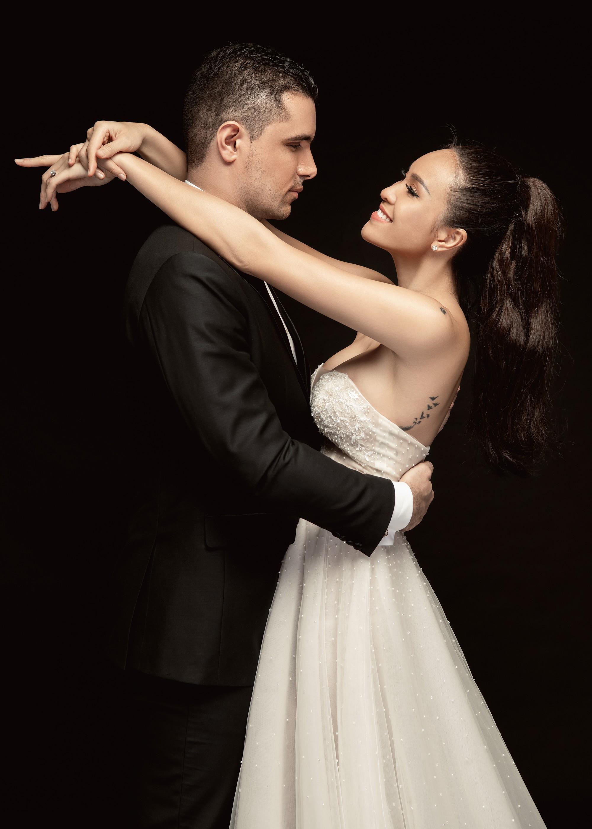 Trọn bộ ảnh cưới ngọt ngào đến tan chảy của Phương Mai và chồng Tây đẹp trai như tài tử - Ảnh 9.