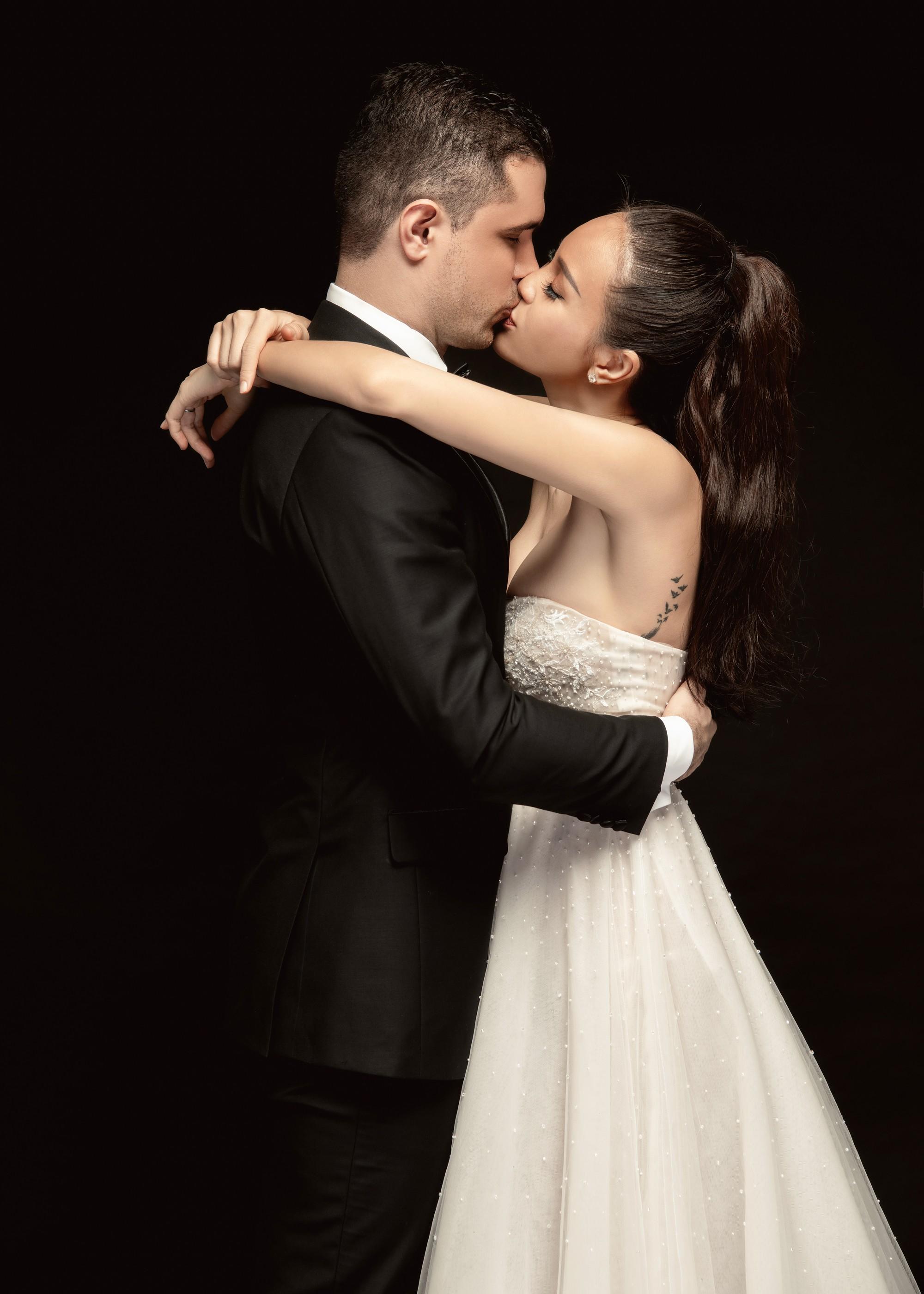 Trọn bộ ảnh cưới ngọt ngào đến tan chảy của Phương Mai và chồng Tây đẹp trai như tài tử - Ảnh 10.