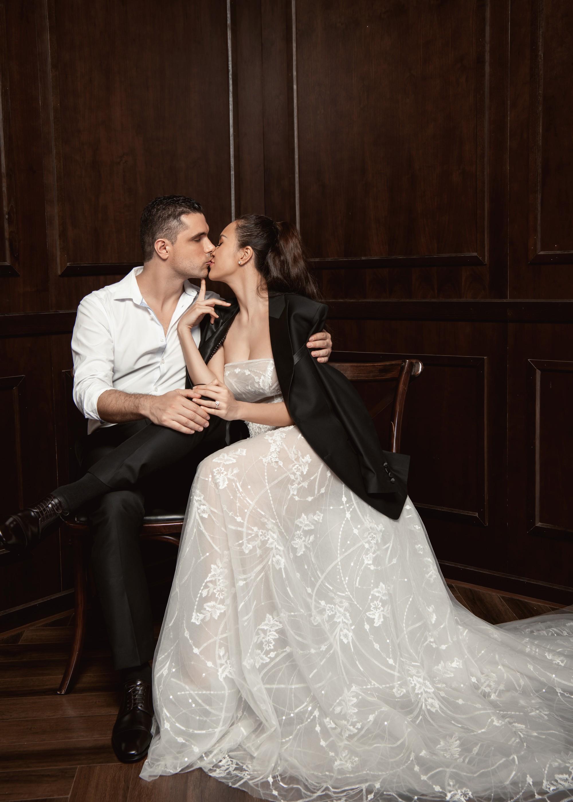 Trọn bộ ảnh cưới ngọt ngào đến tan chảy của Phương Mai và chồng Tây đẹp trai như tài tử - Ảnh 16.