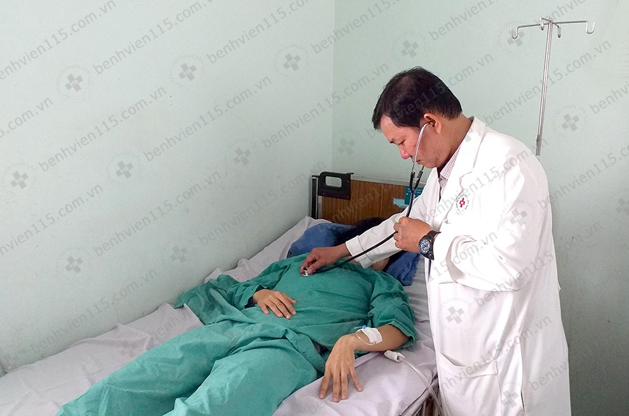 Người phụ nữ 29 tuổi phải ngủ ngồi 2 tuần, suýt mất mạng vì khối u rất  lớn ở ngực - Ảnh 3.