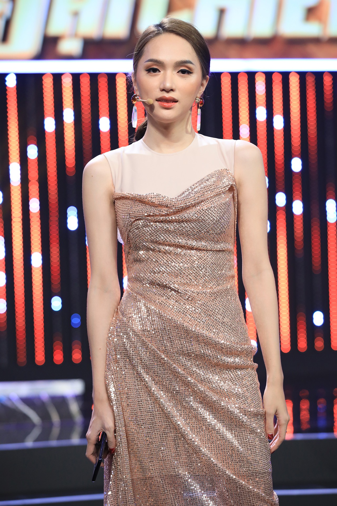 Hoa hậu Hương Giang hốt hoảng khi Lan Ngọc rủ rê trai đẹp về chung nhà chỉ sau 1 lần gặp mặt  - Ảnh 10.