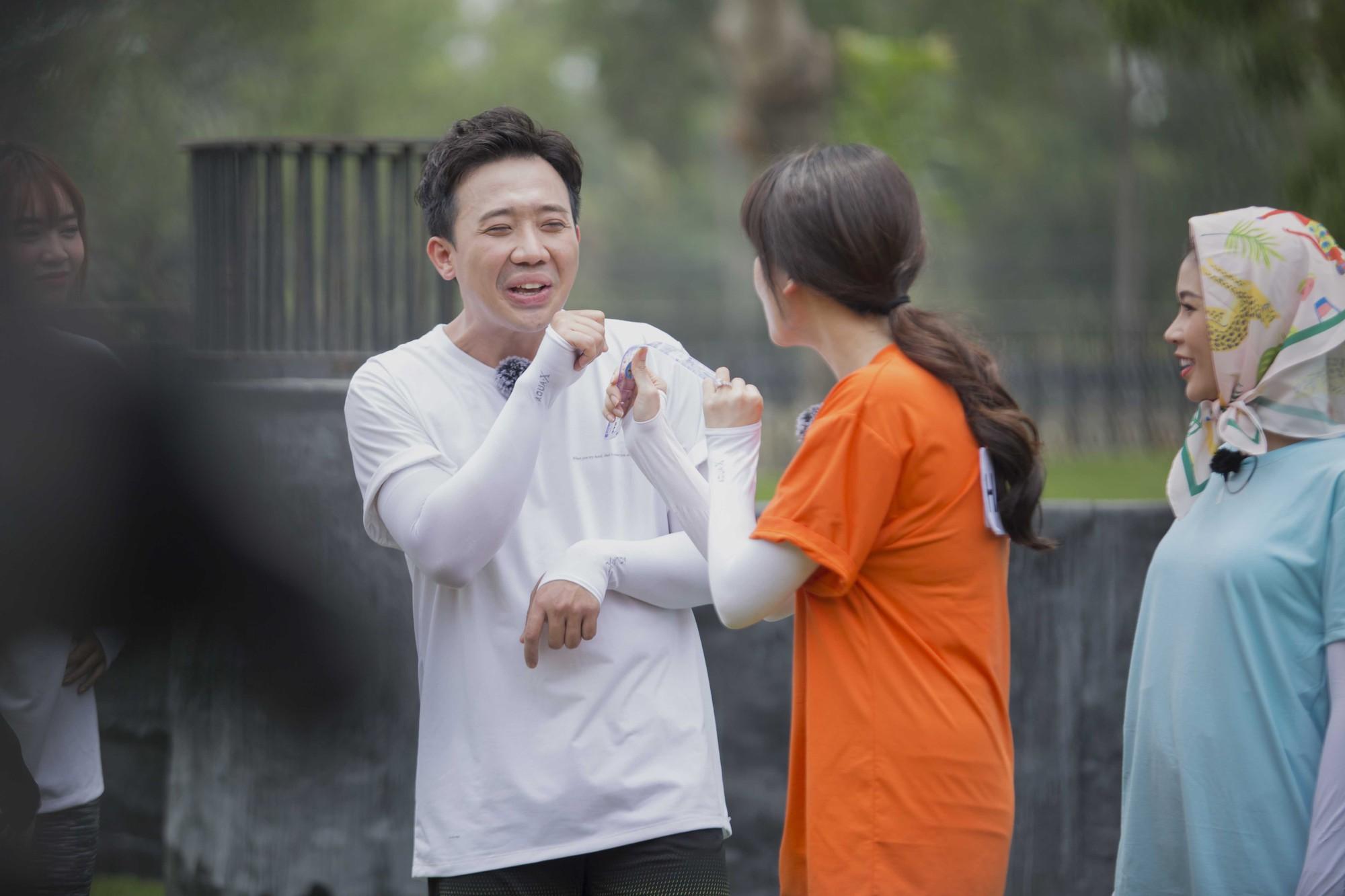 """Running Man: Trấn Thành ôm Lan Ngọc, Hari Won """"đá đểu"""" cuộc chơi thì ngắn nhưng cuộc đời thì dài - Ảnh 7."""