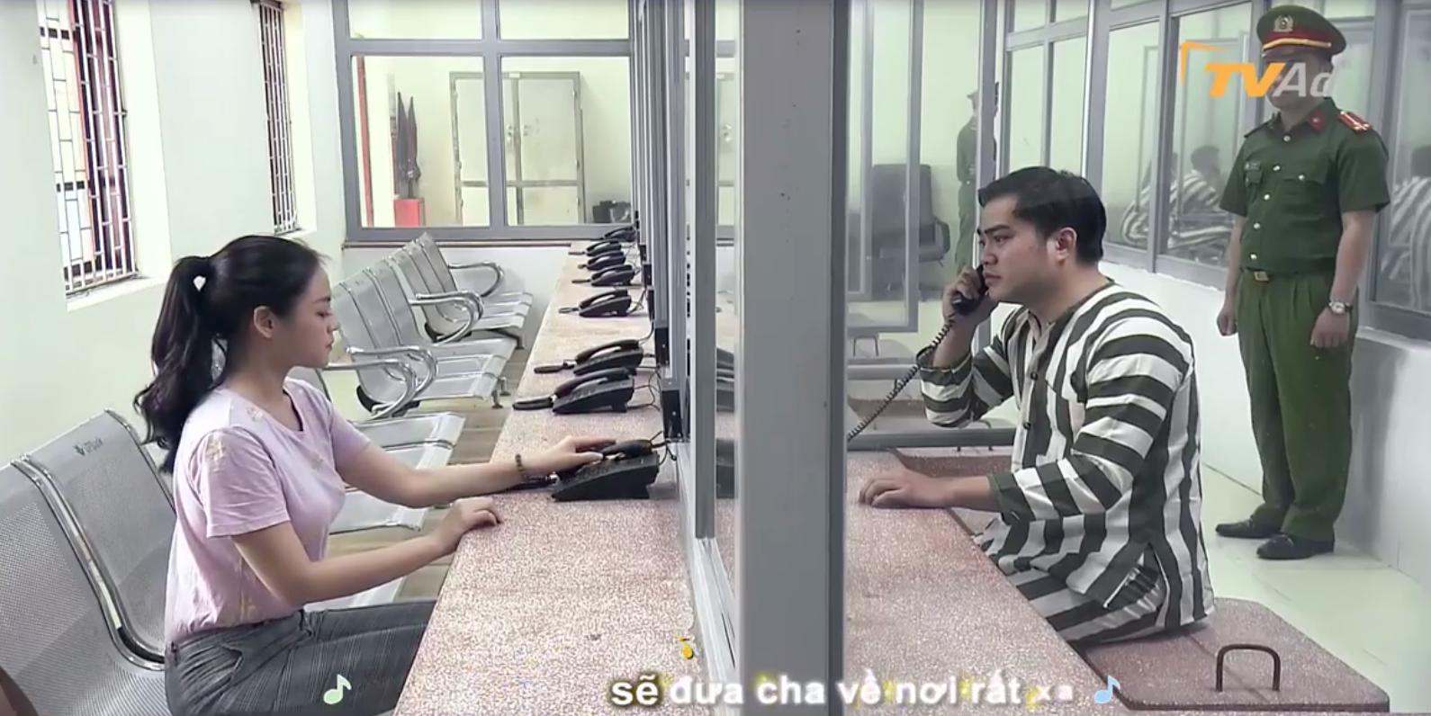 """Hot: Hé lộ cảnh Khải """"Về nhà đi con"""" mặc áo tù, Huệ đến thăm nhưng vẫn phũ phàng ra về - Ảnh 2."""