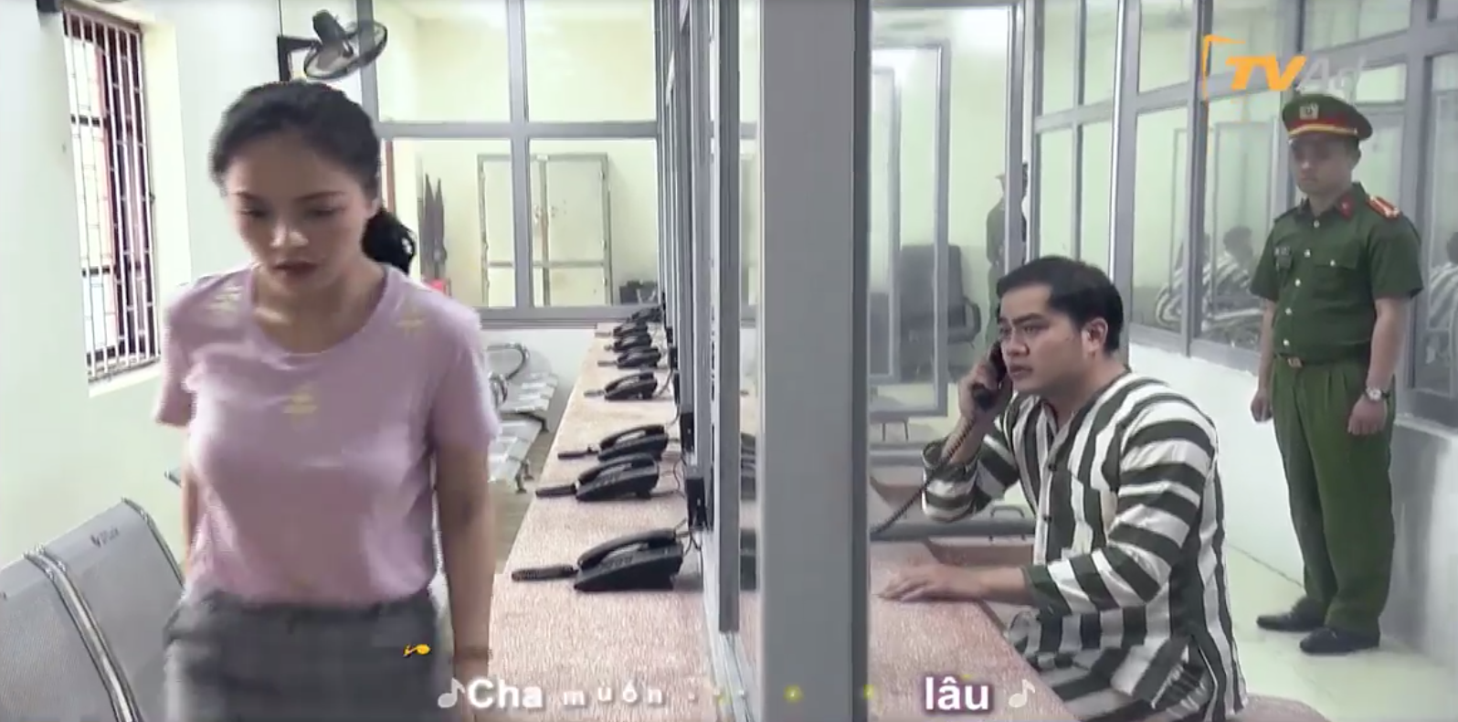 """Hot: Hé lộ cảnh Khải """"Về nhà đi con"""" mặc áo tù, Huệ đến thăm nhưng vẫn phũ phàng ra về - Ảnh 3."""