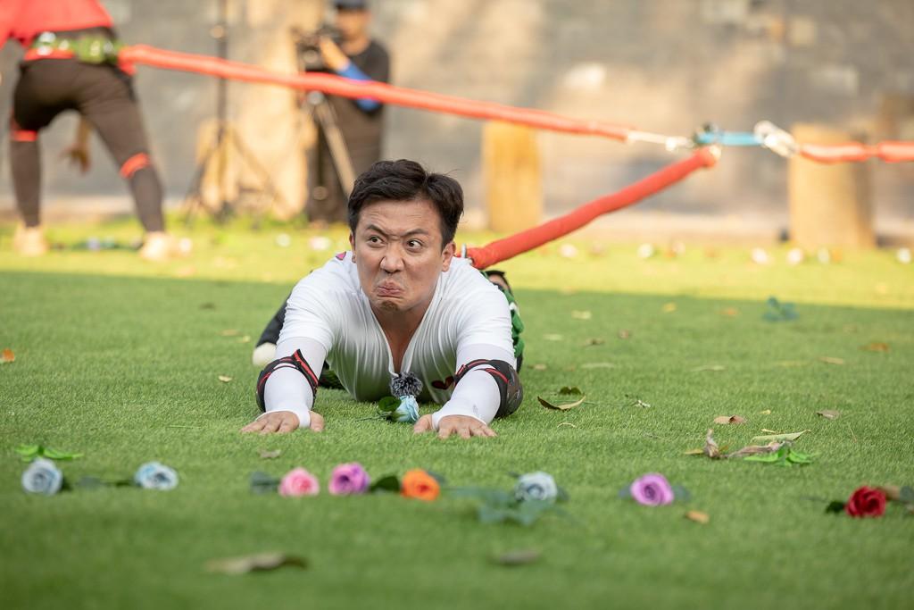 """Running Man: Trấn Thành ôm Lan Ngọc, Hari Won """"đá đểu"""" cuộc chơi thì ngắn nhưng cuộc đời thì dài - Ảnh 11."""
