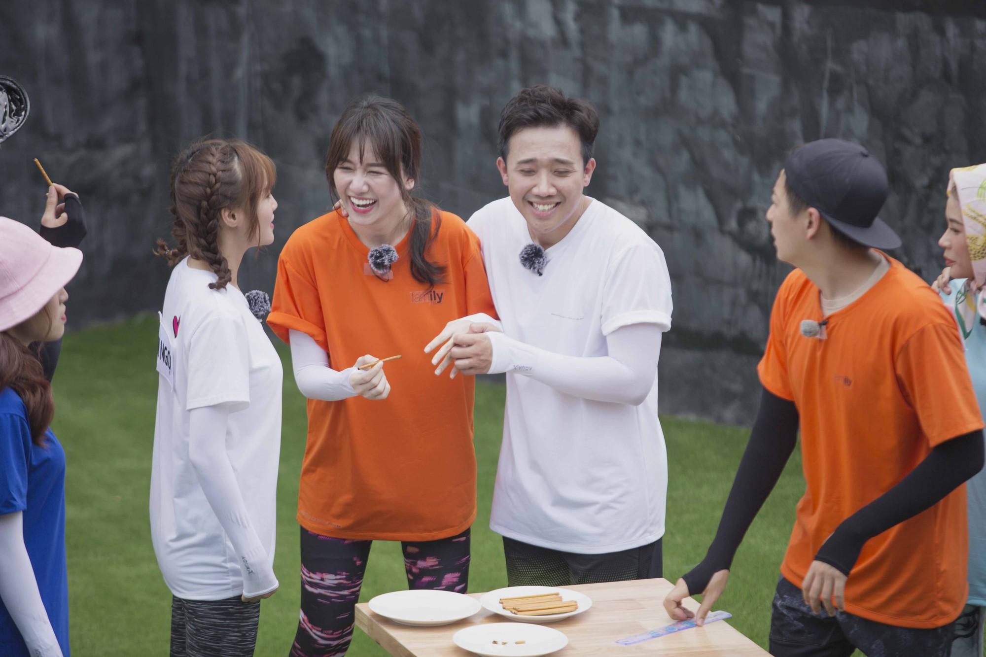 """Running Man: Trấn Thành ôm Lan Ngọc, Hari Won """"đá đểu"""" cuộc chơi thì ngắn nhưng cuộc đời thì dài - Ảnh 4."""