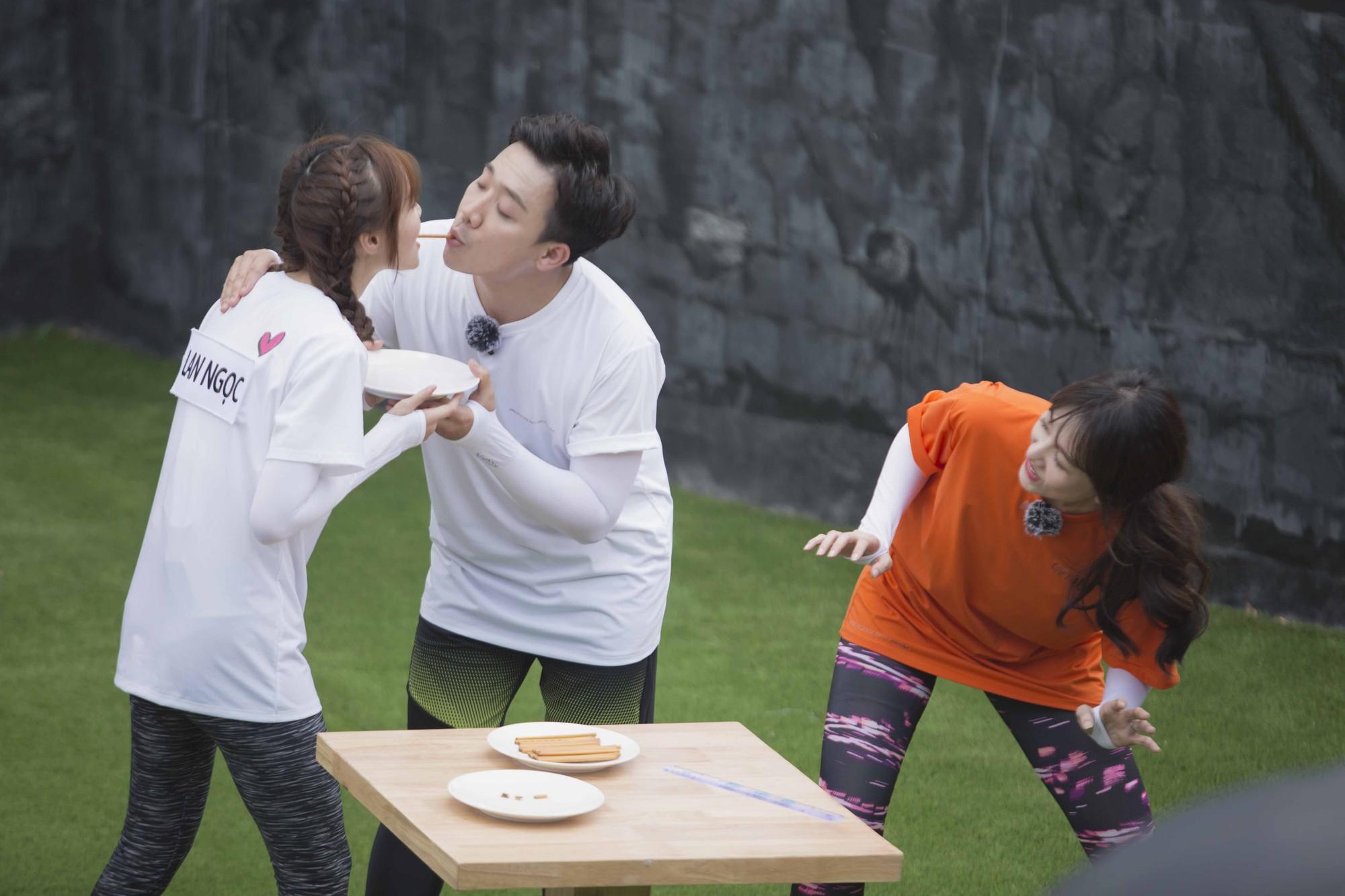"""Running Man: Trấn Thành ôm Lan Ngọc, Hari Won """"đá đểu"""" cuộc chơi thì ngắn nhưng cuộc đời thì dài - Ảnh 5."""