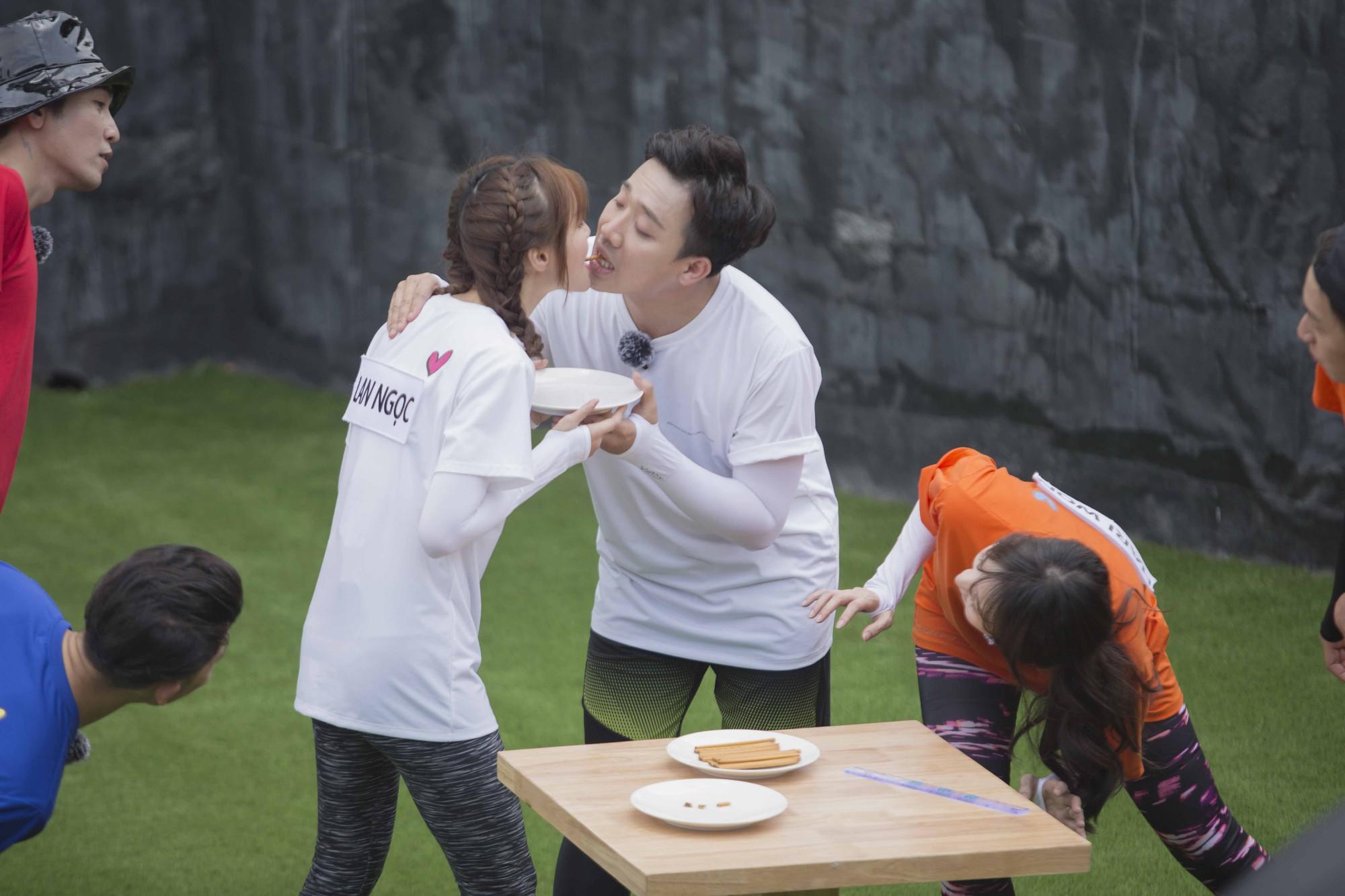 """Running Man: Trấn Thành ôm Lan Ngọc, Hari Won """"đá đểu"""" cuộc chơi thì ngắn nhưng cuộc đời thì dài - Ảnh 6."""