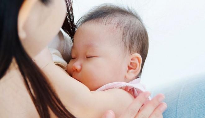 Mẹ khỏi vắt óc nữa vì đã có ngay khung thực đơn hấp dẫn và đủ chất dành cho bé dưới 1 tuổi - Ảnh 1.