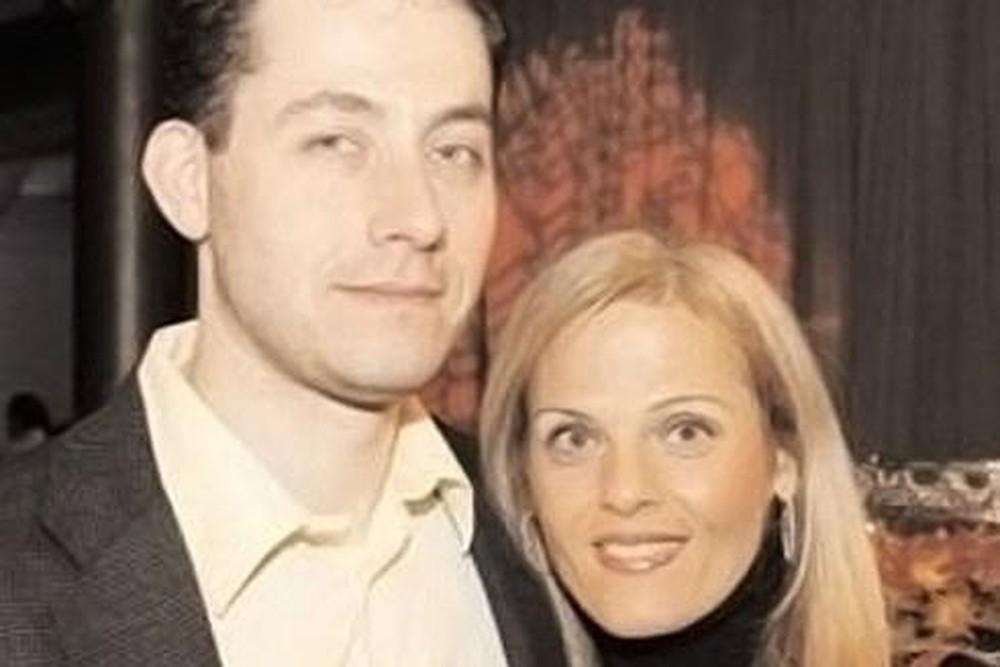 Nữ triệu phú bất ngờ qua đời, 9 năm sau người chồng bị vạch trần bộ mặt ác quỷ, từng định giết bố mẹ ruột, bán con gái để lấy tiền - Ảnh 2.