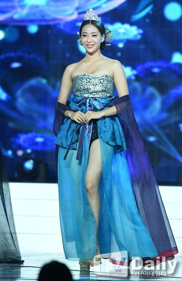 1562866822_704_Miss-Korea-2019-criticized-for-hanbok-fashion-show-KpopHit