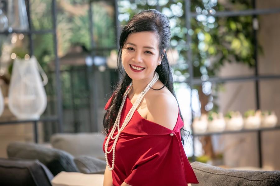 nsut-chieu-xuan-u50-van-qua-goi-cam-1