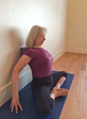 Dành 5 phút ngồi thế này mỗi ngày, phụ nữ suốt đời không lo mắc bệnh phụ khoa lại điều hòa kinh nguyệt cực tốt    - Ảnh 3.