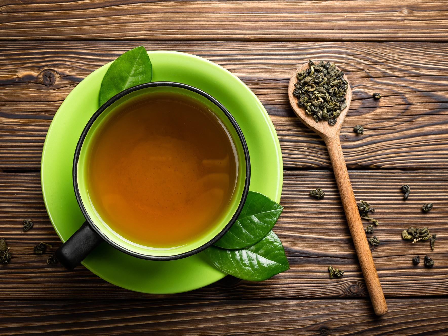 AN79-Green_tea_on_wood-732x549-Thumb