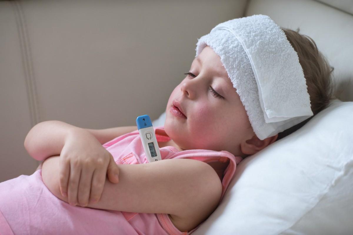 Sốt phát ban ở trẻ: Cách chăm sóc cho bé tại nhà đúng nhất để con nhanh khỏi bệnh - Ảnh 2.