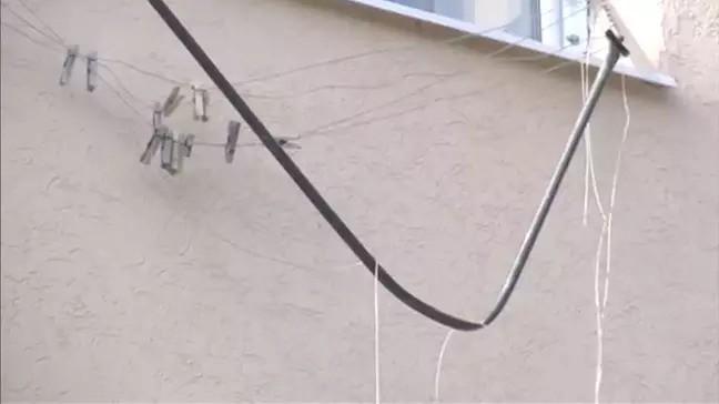 Người mẹ trẻ quay đi rửa chén thì con trai 11 tháng tuổi rơi khỏi cửa sổ tầng 5 nhưng được cứu sống thần kỳ nhờ sợi dây phơi đồ - Ảnh 2.