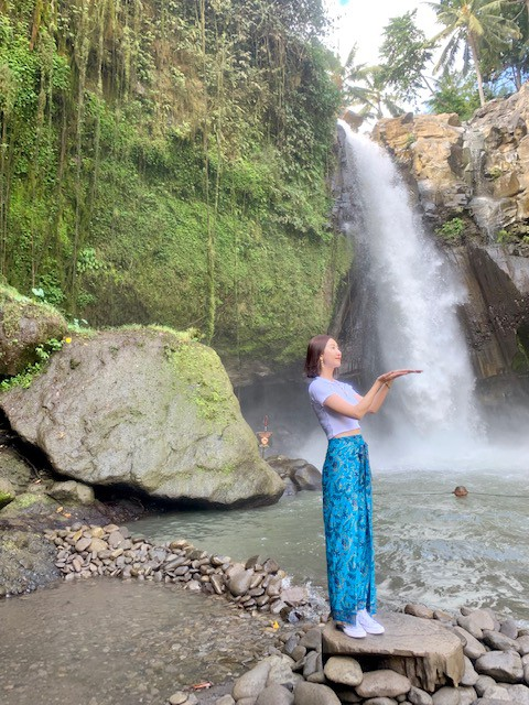 Thác nước tegenugan waterfall ở ubud