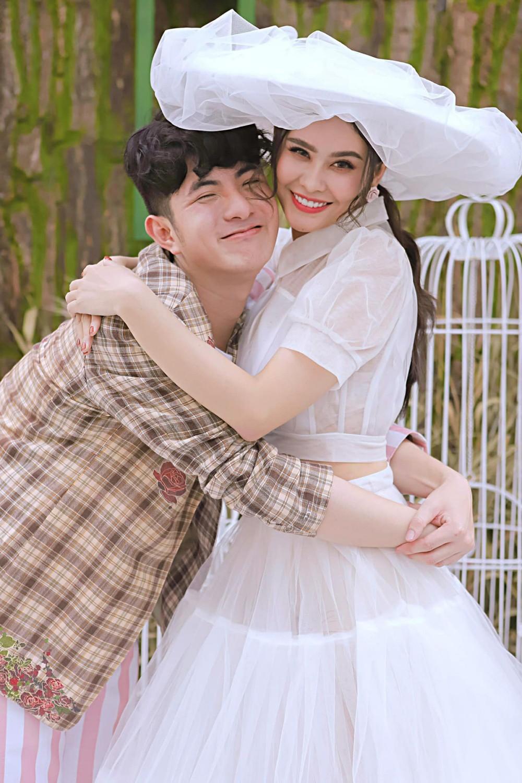 Truong Quynh Anh va NTK Minh COng0