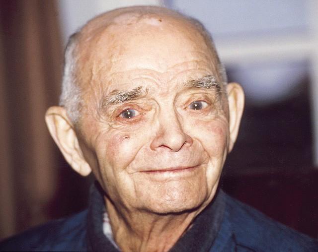 Cụ ông đã sống lại cuộc đời mới tới 92 tuổi nhờ 1 động tác Yoga: Cơ thể khỏe như 25 tuổi - Ảnh 1.
