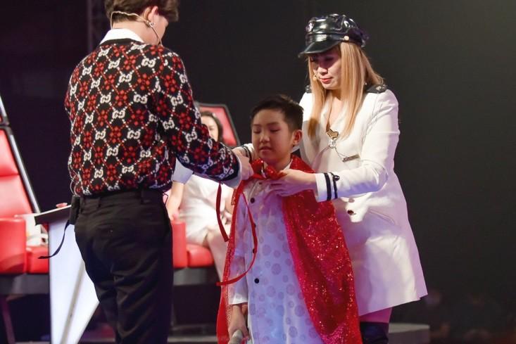 """Hoa hậu Hương Giang khẩu chiến với đàn chị trên ghế nóng The Voice Kids, chưa bao giờ nàng Hoa hậu """"dữ dằn"""" đến thế - Ảnh 15."""